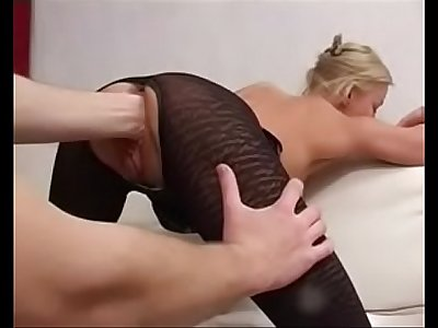 BLONdE MiLF RUSSiAN MAMA BANGiNG AWAY ON YOUNG GUY UNdERGROUNd iN POUNdTOWN 17MiN'Z