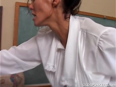 Naughty MILF is a super hot fuck and loves facial cumshots