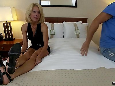 Swinger MILF fucks two cocks