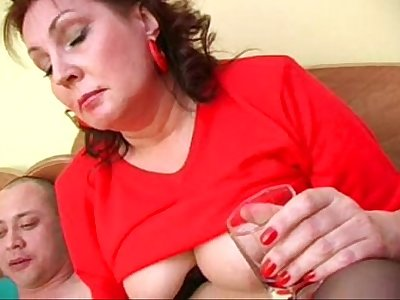 Bella mature mom